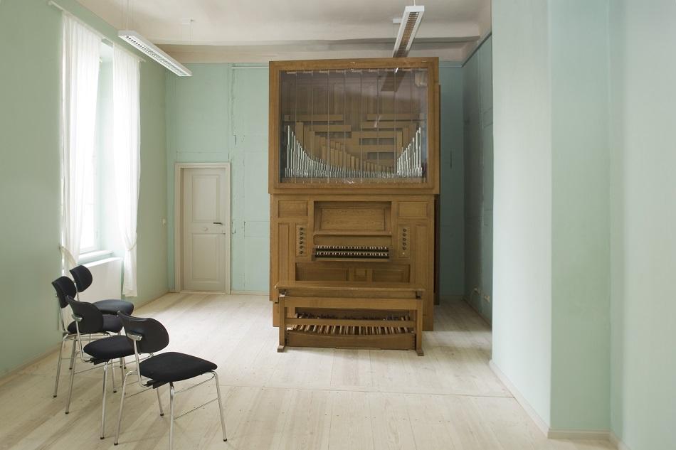 Proberaum mit Orgel
